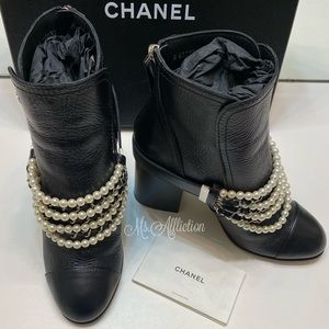 Chanel NEW! Chain Pearl Buckle Black Booties 40.5